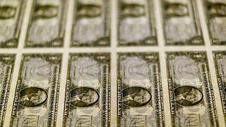MERCADOS A.LATINA-Caen por débiles datos económicos de China y avance global del dólar