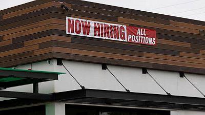 Pedidos por desempleo en EEUU tocan mínimos de casi 18 meses; mercado laboral sigue mejorando