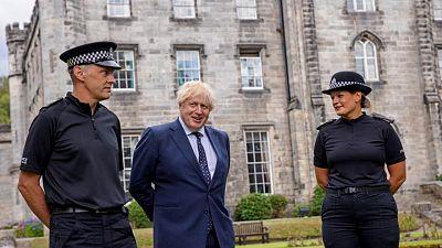 Primer ministro británico no se aislará después de que miembro de su personal diera positivo por COVID