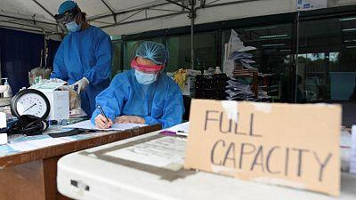 Cientos de hospitales filipinos, a punto de desbordarse por el alza de casos del virus