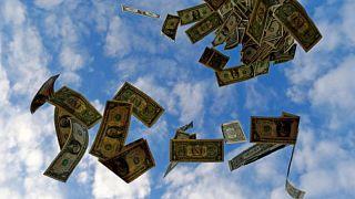 FOREX-Dólar toca máximo de 4 meses ante euro en medio de debate sobre alivio de estímulo de la Fed