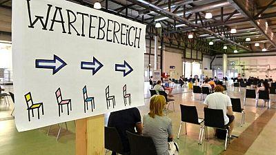 Merkel insta a alemanes a vacunarse por COVID-19; aumenta preocupación por cuarta ola