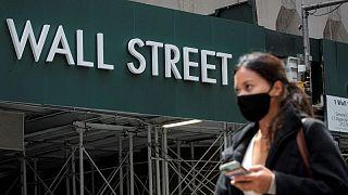 Bolsas se toman un respiro mientras continúa el debate sobre fin de los estímulos