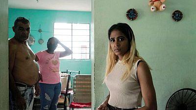 Cientos siguen en prisión un mes después de las protestas en Cuba