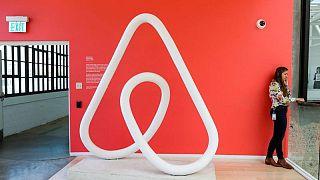 Airbnb advierte sobre el impacto del delta en las reservas, sus acciones caen más del 4%