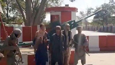 Comandante afgano Ismail Khan es capturado durante conquista de Herat por los talibanes