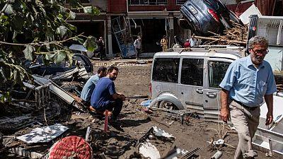 Turquía busca aliviar estragos de inundaciones en región del Mar Negro, reportan 27 muertos