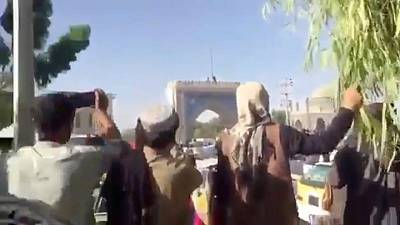 Presidente afgano en conversaciones urgentes mientras talibanes toman ciudad cercana a Kabul