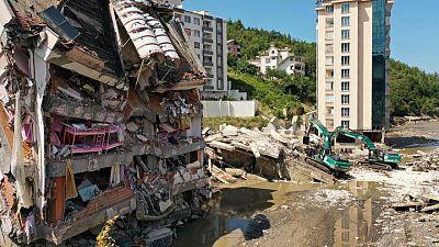 Al menos 44 muertos por inundaciones en Turquía; prosigue búsqueda de desaparecidos