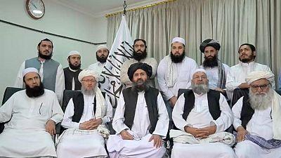"""Los talibanes declaran el """"fin de la guerra"""" mientras el presidente y los diplomáticos huyen de Kabul"""