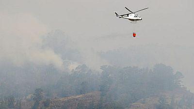 España evacua a casi 1.000 personas ante el avance de un incendio