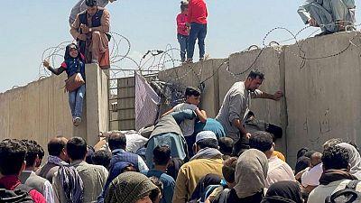 EEUU se centra en asegurar el aeropuerto de Kabul tras el caos