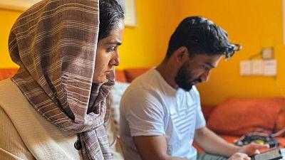 'Se me rompe el corazón', afgano en Madrid teme por su familia en Kabul