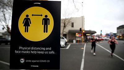 Nueva Zelanda se confina ante un solo caso presunto de delta