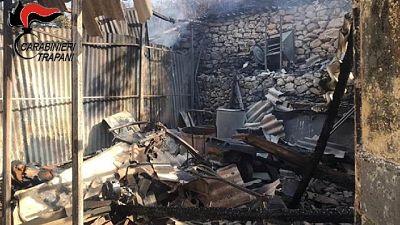 Le fiamme si sono velocemente propagate. Distrutto magazzino