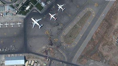 Encuentran restos humanos en tren de aterrizaje de avión procedente de Kabul: Fuerza Aérea EEUU
