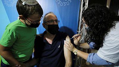 Tercera dosis de Pfizer tiene efectividad de 86% en mayores de 60: organización sanitaria israelí