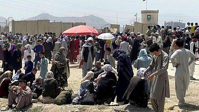España evacuará a 500 trabajadores españoles y afganos en aeropuerto de Kabul