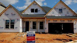 RESUMEN-Construcción de casas EEUU se desploma en medio de implacables restricciones de suministros
