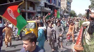 RESUMEN 3-Protestas contra talibanes se extienden en Afganistán, en primeras señales de resistencia