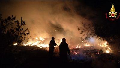 Vigili fuoco al lavoro tutta la notte a Borgo San Sergio