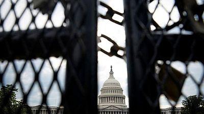 El FBI encuentra escasas pruebas de que el ataque al Capitolio de EEUU estuviera coordinado - fuentes