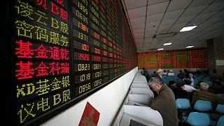 Mercados chinos pierden medio billón de dólares en una semana; regulación golpea la moral