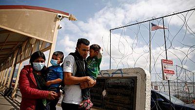 """Corte Suprema EEUU solicita que Biden reviva política migratoria """"Permanecer en México"""" de era Trump"""