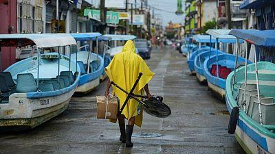 Huracán Grace azota el este de México, se dirige al poblado centro del país