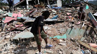 Haití enfrenta ira y desesperación una semana después del terremoto, avivando temores por la seguridad
