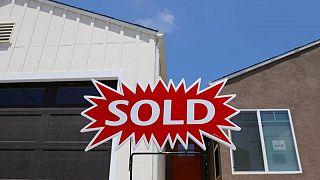DATOS MACRO- Venta de casas usadas en EEUU sube por segundo mes consecutivo en julio y supera previsiones