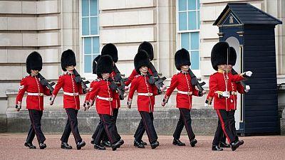 Vuelven el cambio de guardia en el Palacio de Buckingham después de 18 meses
