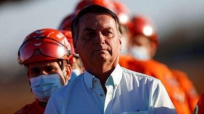 Bolsonaro quiere que se fije una fecha para poner fin al uso de mascarillas en Brasil