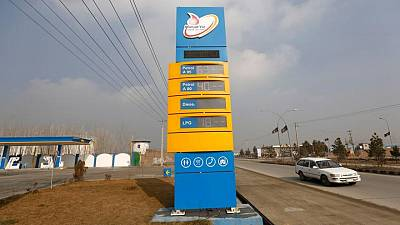 EXCLUSIVA-Irán retoma exportaciones de combustible a Afganistán tras llegada de los talibanes al poder