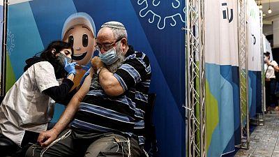 La vacunación de refuerzo en Israel da indicios de que puede controlar la variante delta