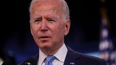 Biden coincide con el Pentágono en mantener retirada Afganistán para el 31 agosto: fuentes