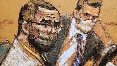 Una mujer dice que R. Kelly la prostituyó y le dijo que ignorara las acusaciones en su contra