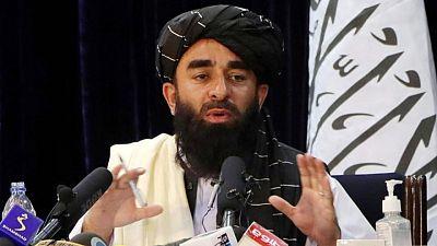 """""""No tengan pánico y vuelvan al trabajo"""", ordenan talibanes a exfuncionarios"""