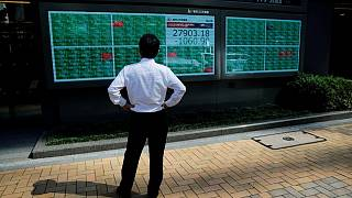 MERCADOS GLOBALES-Acciones recortan avance y mercados de bonos operan estables