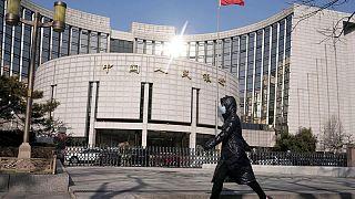 Banco central de China aumenta las inyecciones de efectivo para calmar las preocupaciones