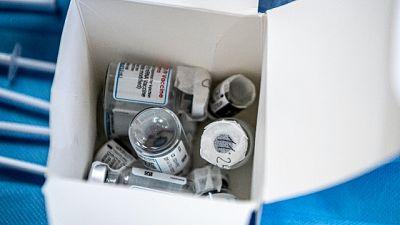 Pensionato cremonese ha definito 'brodaglia' i vaccini su social