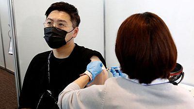 Japón suspende 1,6 millones de dosis de la vacuna Moderna tras informes de contaminación