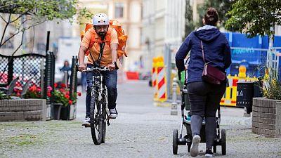 El ministro afgano que se convirtió en un repartidor en bicicleta en Alemania