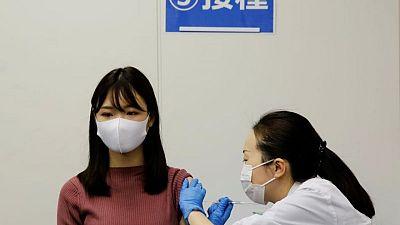 Contaminante en vacunas de Moderna podría ser partícula metálica: NHK