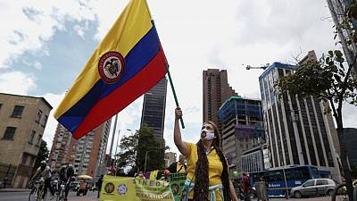 Miles de personas marchan en Colombia para presionar al Congreso por cambios económicos y sociales
