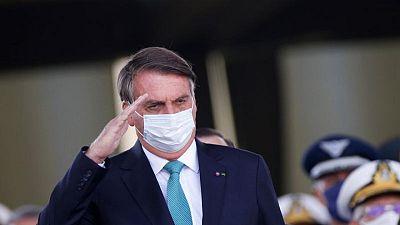 Bolsonaro dice que todo el mundo debería comprarse un rifle