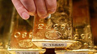 METALES PRECIOSOS-El oro se consolida por nerviosismo de inversores antes de Jackson Hole