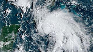 Petroleras se apresuran a completar evacuaciones en el Golfo de México