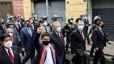 Congreso peruano respalda a gabinete de izquierdista Castillo que apunta a reformas
