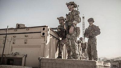Disparan cohetes contra el aeropuerto de Kabul mientras EEUU se apresura a completar la evacuación